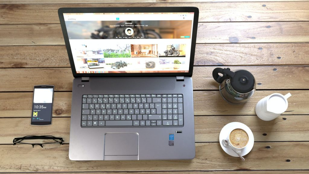 Ноутбук подключенный к интернету