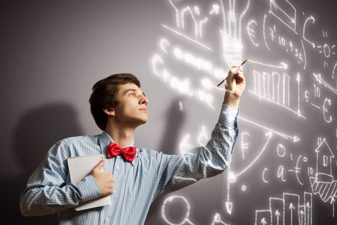 Молодой человек рассказывает о своих идеях