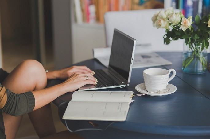 Работа за ноутбуком дома